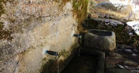 Fuente Santa y petroglifos